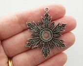 4 Snowflake charms antique silver tone SF37