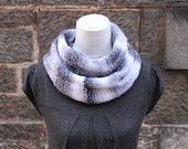SCARF, knitted infinity loop scarf, chunky light grey melange scarf, gift for her
