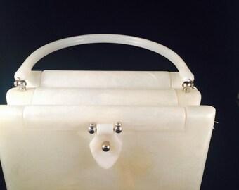 VINTAGE circa 1950.. White-pearlized Bakelite Lucite purse/handbag
