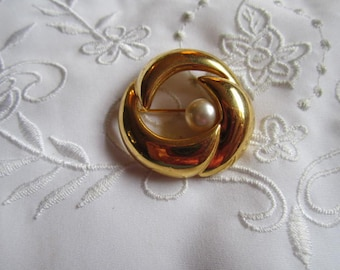 Vintage Napier Gold Tone Brooch with Faux Pearl
