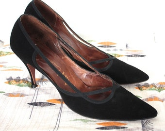 Vintage 1950s Heels // 50s Black Suede Pointed Toe Stiletto Pumps // Old Hollywood Glamour // DIVINE