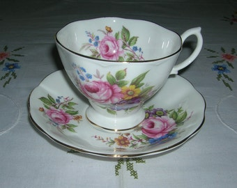 Royal Albert Bone China Teacup & Saucer Set Floral Spray Bouquet England