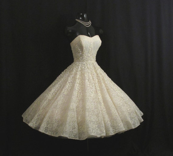 Vintage 1950 39 s 50s strapless ivory lace rhinestones for Circle skirt wedding dress