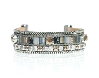 Handwoven Miyuki tila bead leather bracelet with Swarovski crystal details in grey and rosé gold - tila bracelet - leather bracelet