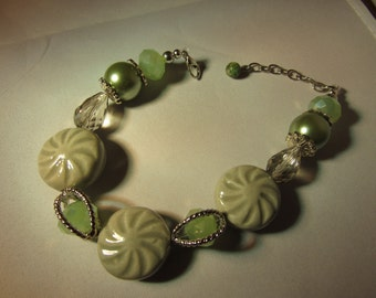 Everythings Green Glass Beads Bracelet