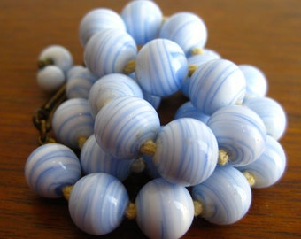 Vintage 50s Blue And White Swirl Art Glass Bead Choker Necklace
