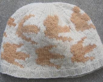 Wool Hat: Dinosaur tracks, Sandstone on Ivory