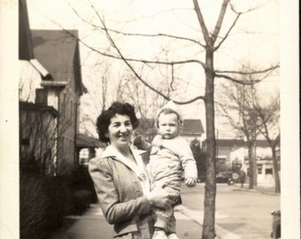 Vintage Photo, Mother Holding Child, Black & White Photo, Found Photo, Snapshot, Vernacular Photo, Old Photo, 1940's Photo     AUGUSTINE1095