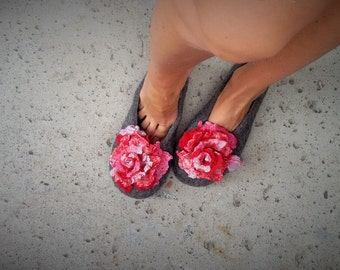 Woman slippers - felted - with red Roses brouches, handmade, made to order - Mother's day gift - Easter gift