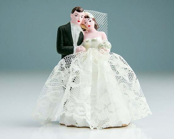 1940s cardboard wedding cake vintage 1940s and groom wedding cake topper painted 10085