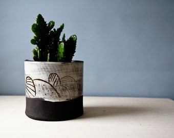 ceramic plant pot, meduim size plant pot, ceramic pot for succulent plants and cacti, black, white, monochromatic gift for home, for men