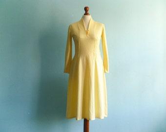 Vintage 50s 60s dress / pastel yellow dress / long sleeve / midi / medium