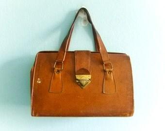 Vintage brown leather doctors bag / caramel tan tanned / handbag / box bag / 50s 60s / spacious big large