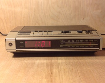 Clock Radio Vintage 1980's GE AM FM Digital