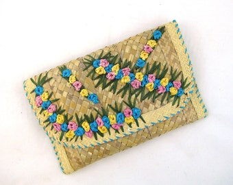 60s Straw Purse Embroidered Purse Summer Clutch Raffia Straw Clutch 1960s Straw Envelope Purse Floral Purse Raffia Purse Woven Straw Purse