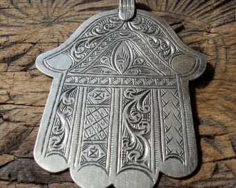 Moroccan hand engraved Jewish Hand pendant with six fingers