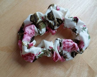 Cute, practical roses scrunchie