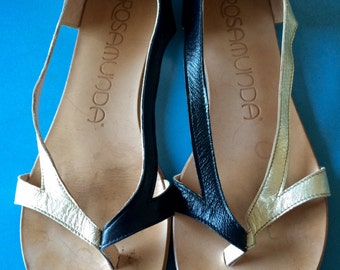 Vintage Black and Gold Flats/Thongs - 38/7.5