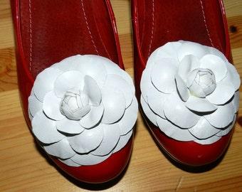 Leather flower Camelia shoe clips, genuine leather flower shoe clips, flower brooch -camelia white-8cm!