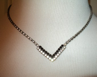 Retro Art Deco Black and White Rhinestone Necklace, Great Gatsby Flapper Style Necklace in Good Condition