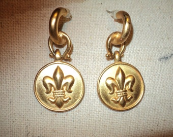 Vintage Fleur-De-Lis Relief Design Pierced Earrings  on brushed golden looking metal, stamped costume jewelry with AK initials in Mint Shape