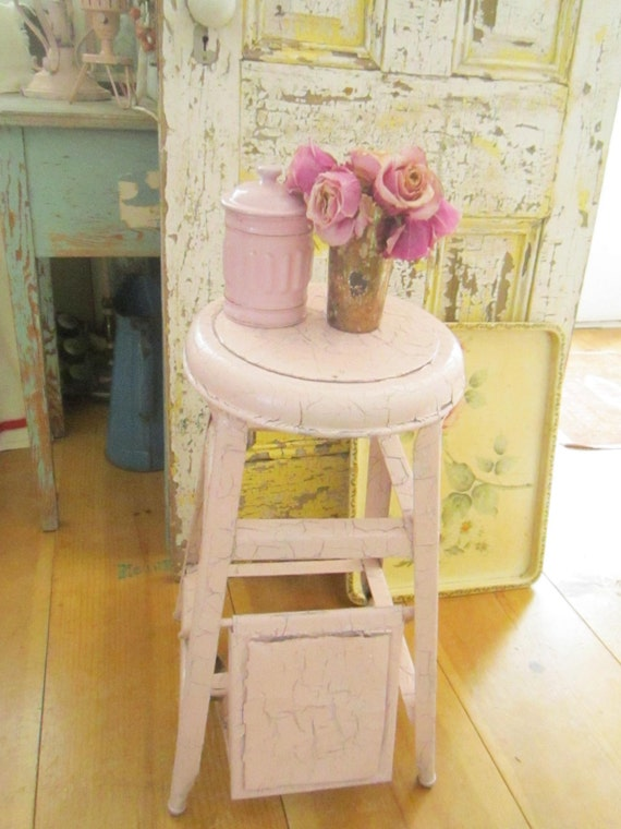pink step stool chippy painted shabby chic farmhouse stool. Black Bedroom Furniture Sets. Home Design Ideas