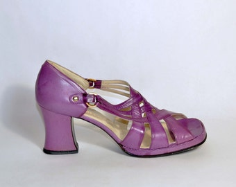 Vintage 60s Purple Leather Platform Sandals/Strappy Mod Hippie Shoes/Boho Hippie Disco Slip On Strappy Shoe by Forecast 8 - 8.5N