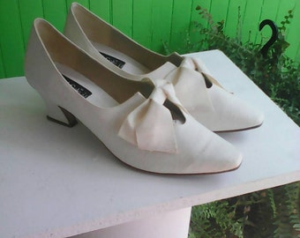 Vintage Kenneth Cole Ivory Silk Wedding Shoes 1990s Italy Rococo