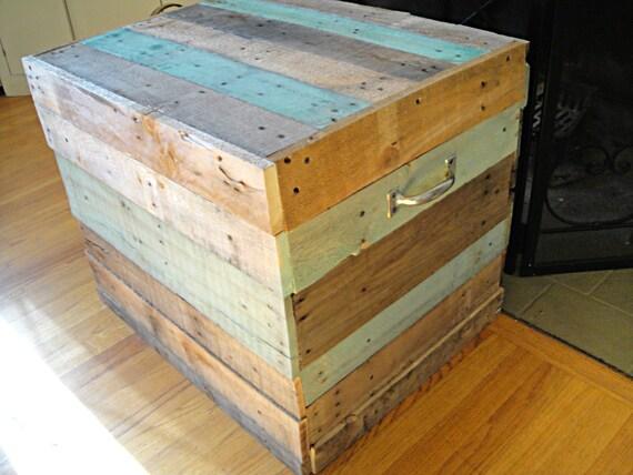 R serv pour jessica barn bois coffre table basse coffre for Table basse coffre bois