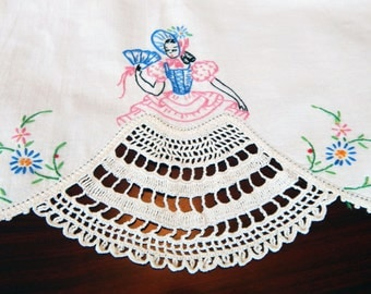 Charming Southern Belle Table Runner