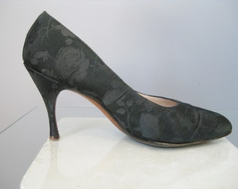 Black Brocade Shoes / Vtg 50s / Size 7.5  Black brocade Stiletto Pumps / brocade Shoes