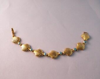 Pretty vintage Avon Shell Bracelet, Turquoise Color Added