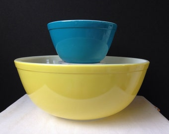Pyrex - Primary Colors - Mixing Bowls- Yellow and Blue - 404, 401