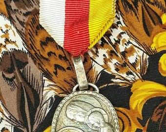 Stunning Antique French Silver Religious Pelerinage du Rosaire Notre Dame de Lourdes Souvenir  Medal Medaille