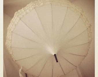 Frilled Wedding Pagoda Umbrella - Ivory Black. Bride, groom, wedding party. Wind resilient umbrella / parasol, use for rain, sun, every day