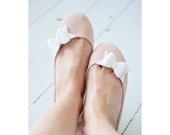 White Silver Wedding Bow Shoe Clips, White Glitter Bow Shoe Clips, Snow Wedding Shoeclips, Bridesmaid Bows, Flower girl Shoe Accessory