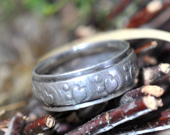 Sterling Silver Ring, With Hearts Size 7 1/2 Vintage ring, Fabulous Gift Idea for someone you love, #388