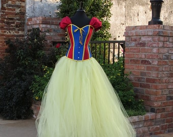 Adult Snow White Costume Skirt   Beautiful tulle skirt for your Halloween Costume, Cosplay, Fairytale or Storybook Costume.  Adult costume.