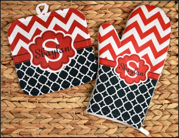 Valentine's Day Gifts for Mom Oven Mitt Pot Holder Monogrammed Gift Set Personalized Oven Mitts Dining Housewarming Hostess Gift Monogram