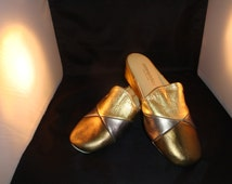 Vintage OOmphies Granada Classic Gold/Bronze Leather Slippers/ Shoes (1980s) Size 7 (New Old Stock)