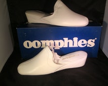 Vintage OOmphies Granada Classic Snow White Leather Slippers/ Shoes (1980s) Size 9 (New Old Stock)