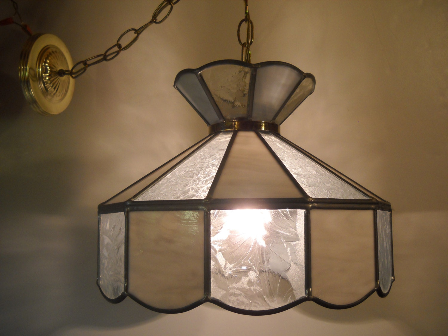 stained glass hanging light. Black Bedroom Furniture Sets. Home Design Ideas