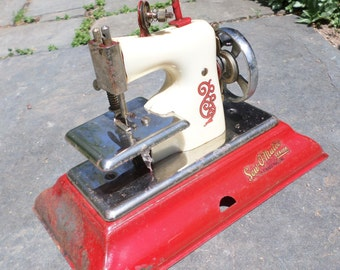 sew.O.Matic Vintage toy sewing  machine