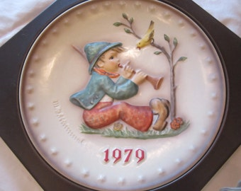 "Hummel 1979 9th Annual Plate ""Singing Lesson"""