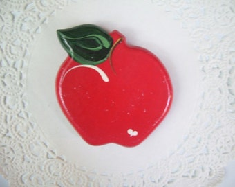 Apple magnet (480) - Teacher Refrigerator Magnet - Apple Fridge Magnet - Recycled Jewelry - Teacher gift