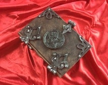 Leather Pentagram small Spell book Grimoire Book of Shadows Diary Journal  Sketchbook lock and key latch with hinges