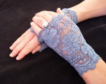 Lovely lightweight stretch lace gloves
