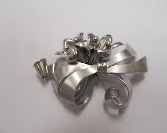 BB Sterling Silver Floral Ribbon Pin Item W # 488