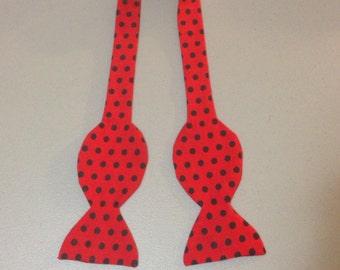 Polka dot Bow tie: Red and Black Polkadot Bowtie
