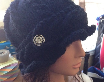 Classic cable hat in black